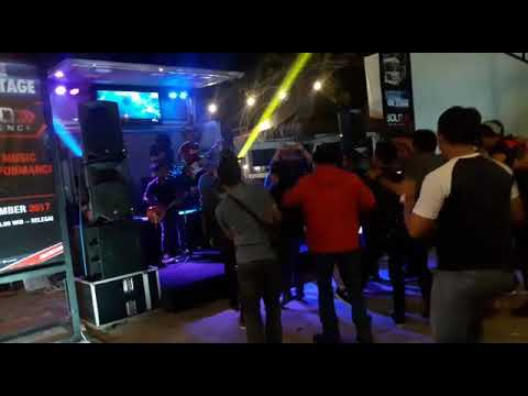 Stafan Night Cafe mobile stage bold experience