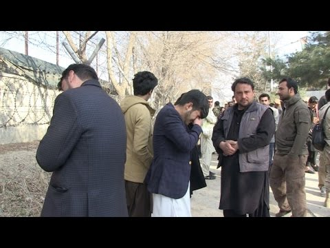 Atacantes vestidos de médicos irrumpieron en hospital de Kabul