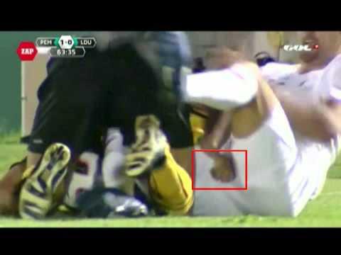 Clip- Thế mới là -tiểu xảo- trong bóng đá - 3_13_2011