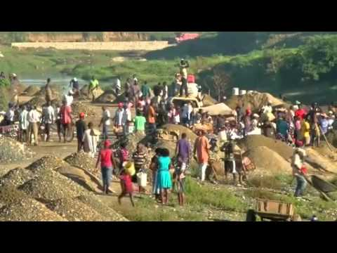 Haitian immigrants flee Dominican Republic