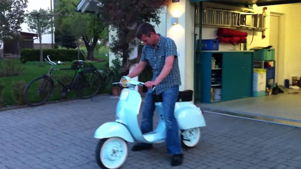 vespa 50cc italien scooter funny failstart youtube. Black Bedroom Furniture Sets. Home Design Ideas