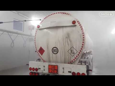 cleaning a dirty tanker truck with Nerta Super Wash