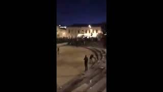 Смотреть видео Активисты  Лев против напали и  распылили перцовые балончики в отдыхающих в Москве онлайн