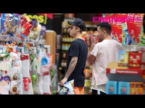 Justin Bieber Goes Grocery Shopping At Ralphs In Calabassas 9.1.15 - TheHollywoodFix.com