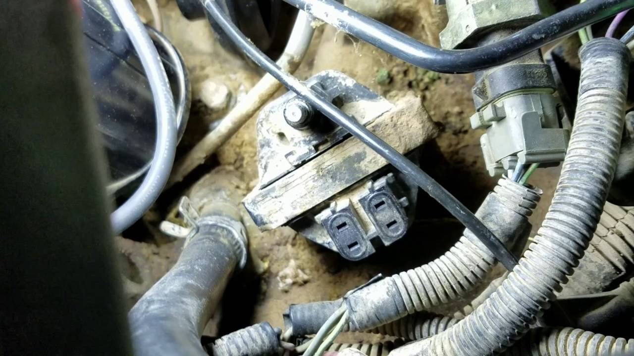 how to change an ignition coil on a 1988 1995 chevy c k truck [ 1280 x 720 Pixel ]