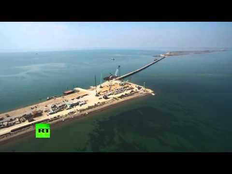 La construction du pont entre la Russie et la Crimée va à la vitesse de l'éclair