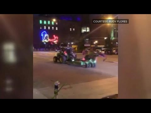 شاهد: الشرطة تطارد جرارا مجنونا وسط دنفر  - نشر قبل 2 ساعة