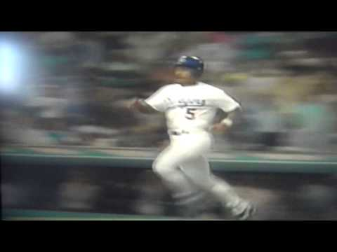 Mike Sharperson Broken Bat Hits Ball, Allows Los Angeles Dodgers Run Against Giants