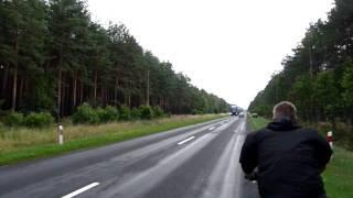 Fiese Spurrillen auf einer geraden Straße
