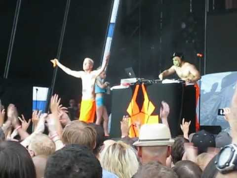 "Die Antwoord ""Baby's on Fire"" and ""I Fink U Freeky"" @ Williamsburg Park 8/17/12"