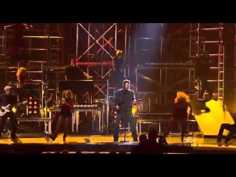 Blake Shelton Kenny Loggins - Footloose - CMA AWARDS 2011 (2)