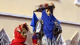 Живые статуи и ходулисты в Евпатории, 2 мая 2015(Улица Караимская, перед Гезлёвскими воротами, город Евпатория., 2015-05-03T10:25:12.000Z)