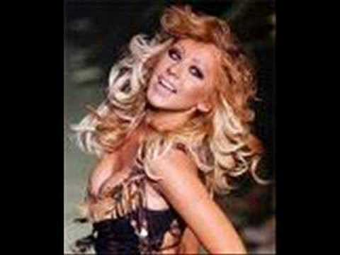 Christina Aguilera- Carwash- (with lyrics!!)