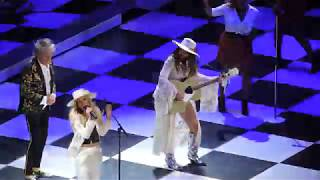 Rod Stewart sings Forever Young with his daughter at Bridgestone Arena Nashville 2018