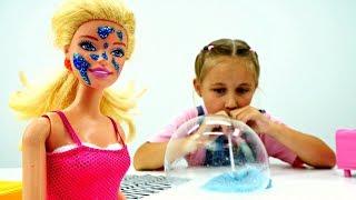 Мультик Барби. Играем с Лизуном и надуваем пузыри!