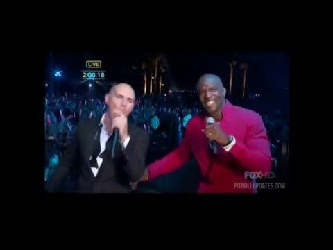 Earth Wind and Fire Performance on PitbullNYE 2016 + Pitbull Introduction