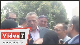 """بالفيديو.. سيدات إمبابة يصرخن فى وجه محافظ الجيزة: """"اتقوا الله إحنا فى أيام مفترجة"""""""