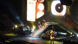 LAURA PAUSINI CON LA MUSICA EN LA RADIO REMIX - MOVISTAR ARENA CHILE 2012