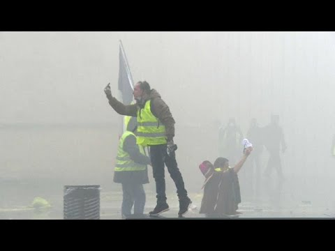 شاهد: عناصر الشرطة في مواجهة -السترات الصفراء- في بوردو الفرنسية…  - نشر قبل 7 ساعة