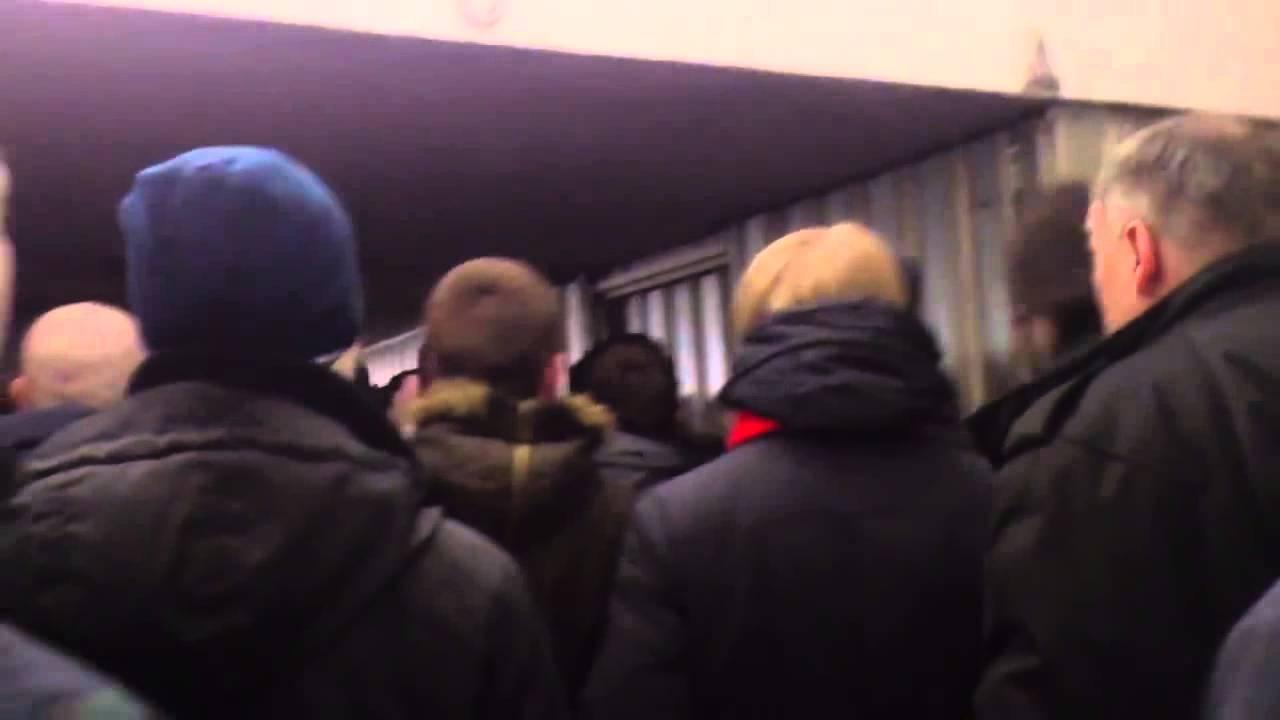 Пиздилки в метро хулов видео