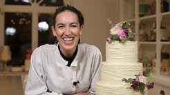 Wedding cakes: how to correctly stack tier cakes and how to decorate with natural flowers?