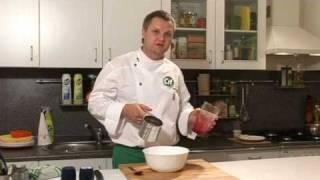 Лосось печеный с малиновым соусом - видеорецепт