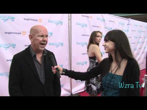 Wzra Tv: Dolphin Tale Red Carpet  with Charles Martin Smith