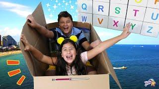 Maria Clara e JP usam a imaginação e brincam com uma caixa mágica