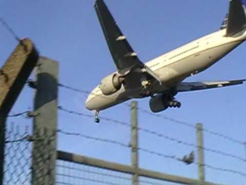 planes-at-heathrow-04/01/10
