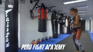 Antonina Shevchenko entrenando en el saco de boxeo de Fairtex