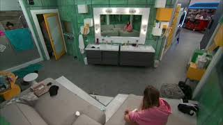 No wonder Kaitlyn's boyfriend broke up with her| Live Feeds