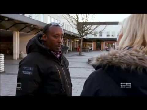 Her Angriper Innvadrere Amerikanske Reportere I Sveriges Hovedstad