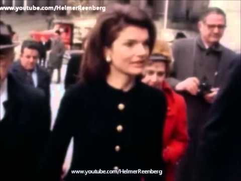 February 16, 1972 - Jacqueline Kennedy Onassis arrives at U.S. District Court in New York, N.Y.