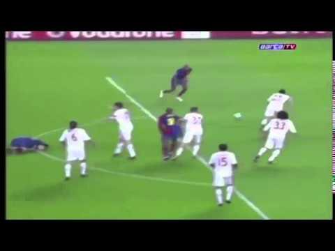 Van Bommel vs Messi