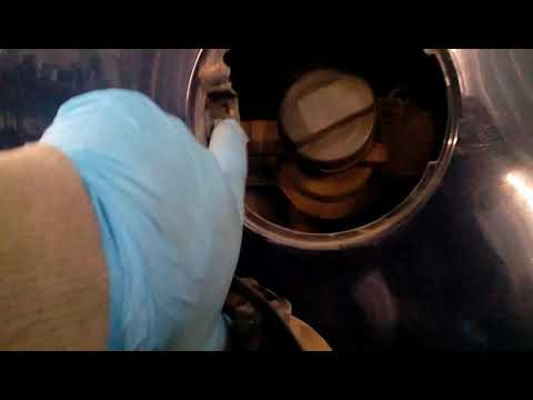 Как снять лючок бензобака на фольксваген пассат б7