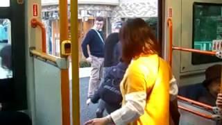 横浜市営バス9-1682(CNGノンステップバス) 中ドア開閉