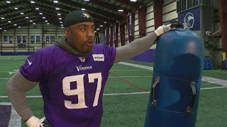Everson Griffen Shows Us His Favorite Moves