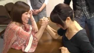 girls armwrestling biceps