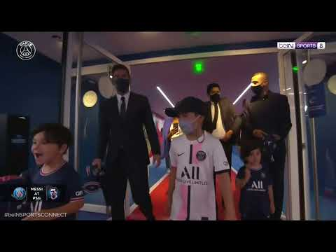 Messi and his Kids on their way to the pitch