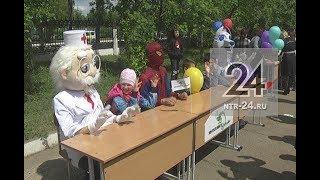 В Нижнекамске клоуны лечили детей от плохого настроения и грусти