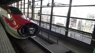 東北新幹線,こまち号→はやぶさ号連結風景(at盛岡駅) Shinkansen, Komachi-go → Hayabusa-go connected scenery (at Morioka St.)