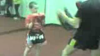 Bboy Luke hughes vs muay thai .1.3gp