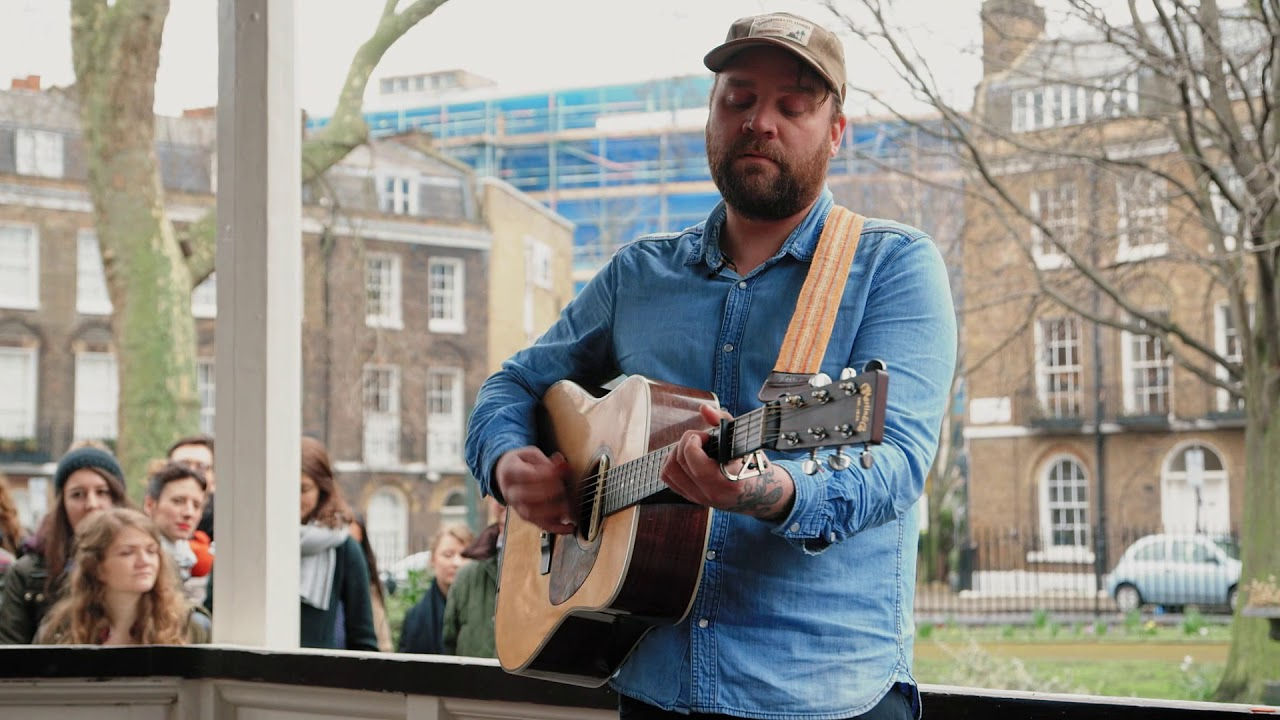 frightened-rabbit-good-arms-vs-bad-arms-bandstand-busking-bandstand-busking