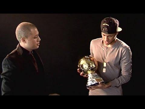 Neymar Jr recibe el premio al mejor jugador brasileño en Europa