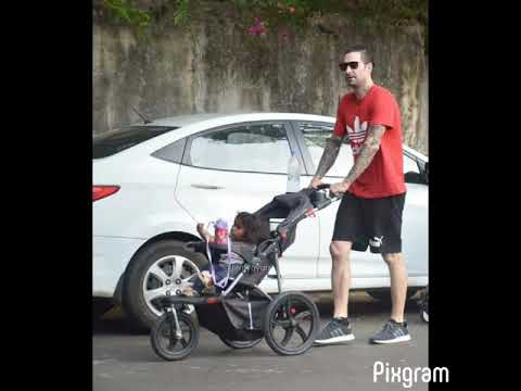 Sunny Leone's Hubby Daniel Weber Snapped With Kids Out For A Walk In Juhu. ❤️ Mp3