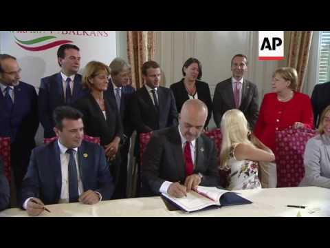 Leaders sign summit agreement, Gentiloni comments