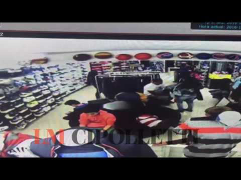 Escracharon a mecheras que robaron en una casa de deportes