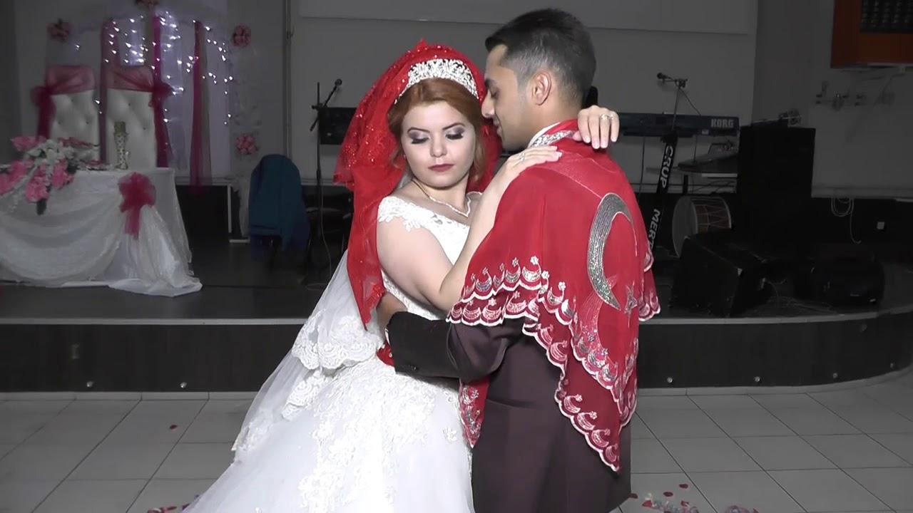 Salona giriş ve ilk dans.  21❤05❤2017 (Nil & Ferhat)