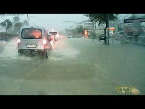 İzmir'de Sel Felaketi Araç Kamerasından Görüntüler Gaziemir FORD FİESTA 1.6 TDCİ