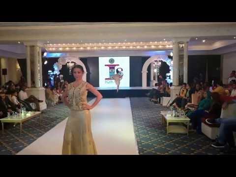 Tere rashke qamar teri pehli nazar (fashion show)